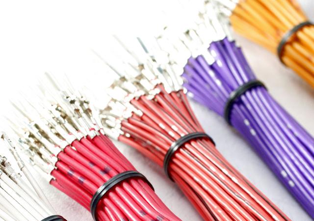 電 線 Wires